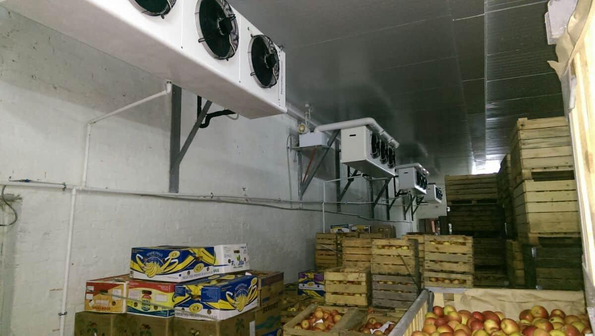 Яблука у ящиках